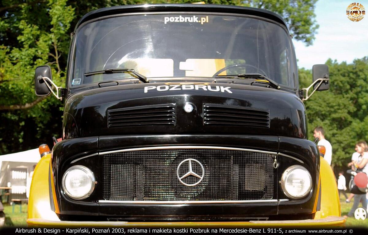 Reklama na samochodzie Mercedes Benz L 911-5 z podświetlaną makietą kostki Pozbruk.