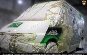 Proces malowania reklamy w technice airbrush dla firmy AS.