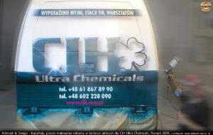 Proces malowania reklamy na samochodzie Polonez Truck w technice airbrush dla CIH Ultra Chemicals, Poznań 2004.