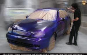 Proces malowania reklamy w technice airbrush dla firmy Montownia.com na samochodzie Daewoo Lanos, Poznań 2005.
