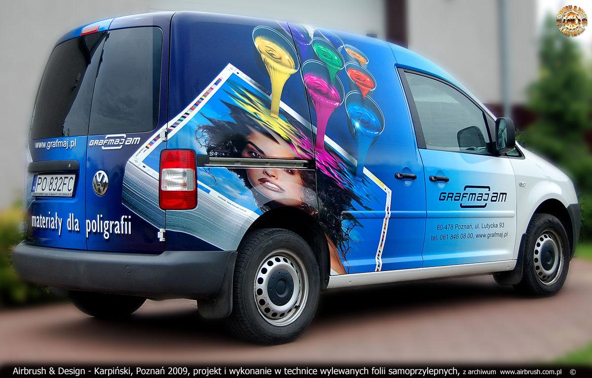 Projekt i reklama w technice zadrukowanych folii samoprzylepnych na samochodzie VW Caddy firmy Grafmaj.