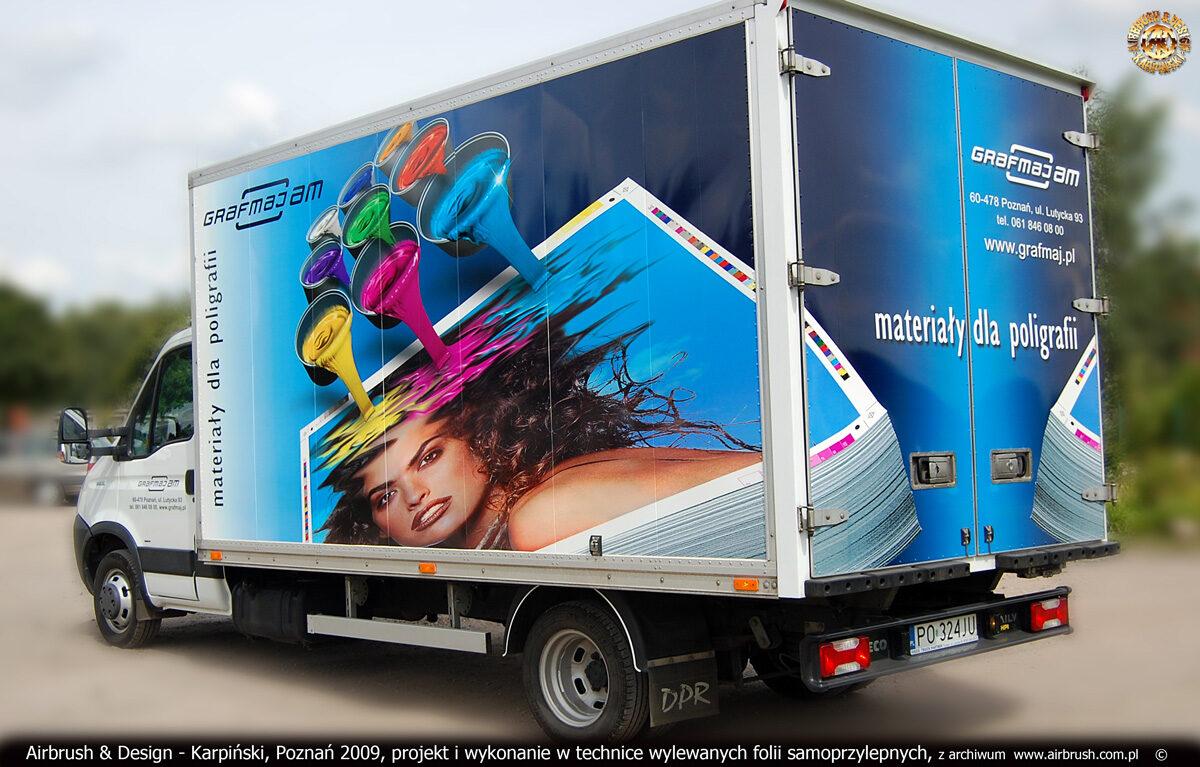 Projekt i reklama w technice folii samoprzylepnych na samochodzie Iveco Daily firmy Grafmaj.