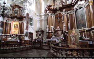 """Obraz """"Ujrzany w Arezzo"""" w kościele franciszkanów w Osiecznej przed uroczystościami jubileuszowymi."""