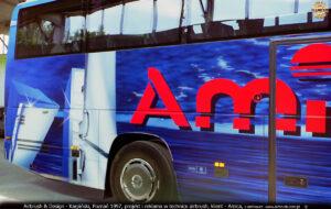 Proces malowania autokaru Mercedes Cezar Autosan A404T dla piłkarzy Amika Wronki i Lech Poznań.
