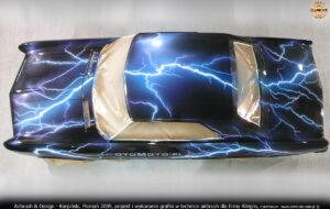 Proces malowania w technice airbrush Buicka Riviera `64 w 2009 r.