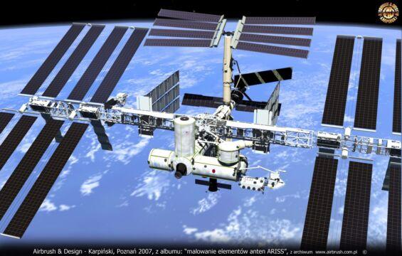 NASA – MIĘDZYNARODOWA STACJA KOSMICZNA – DR HAB. INŻ. PAWEŁ KABACIK – ANTENY ARISS – OPRACOWANIE W TECHNICE AIRBRUSH